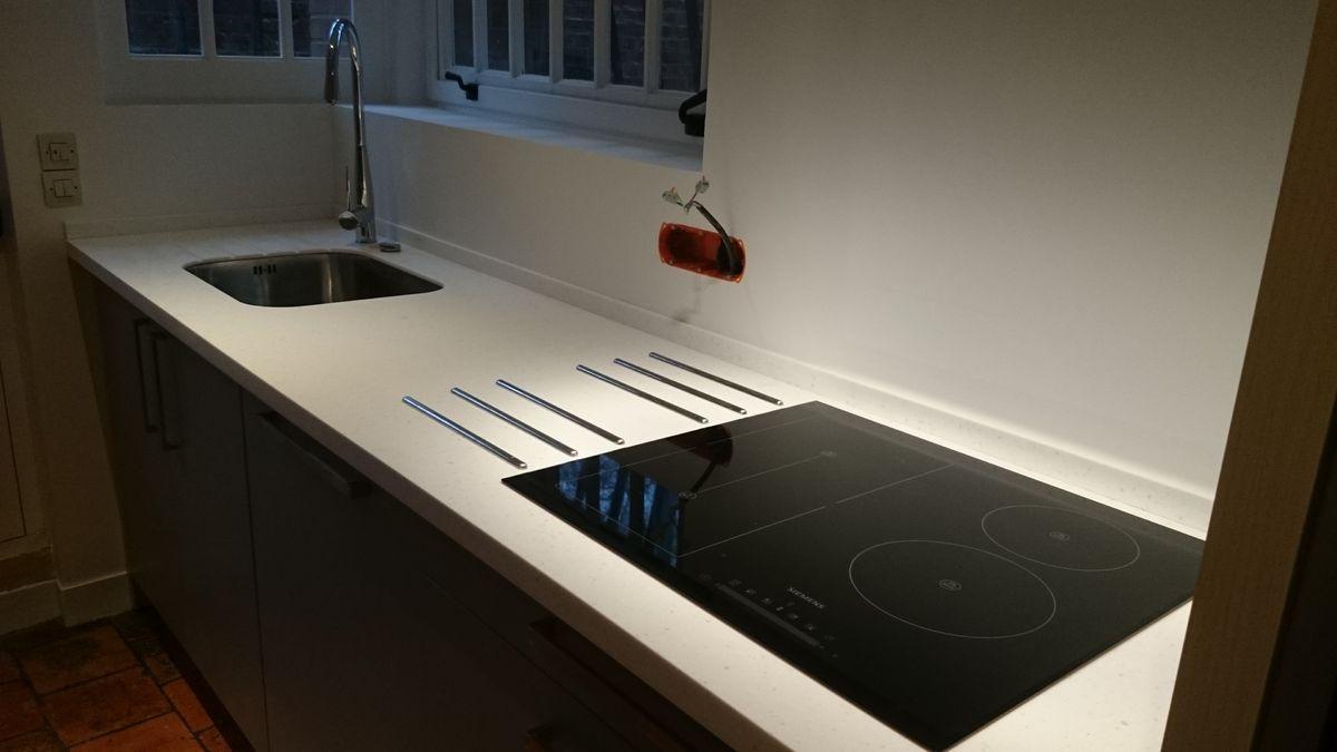 Plan de travail en r sine de synth se rk68 jornalagora for Plan de travail cuisine resine